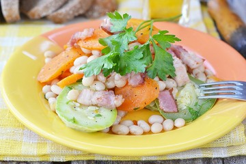 vegetables salad with bacon