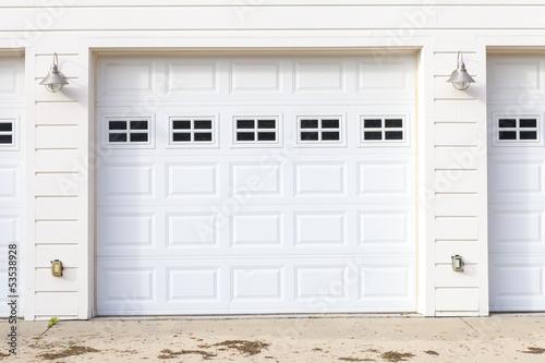 White Garage - 53538928