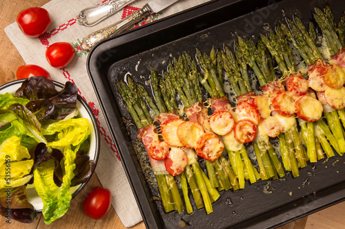 Asparagus grilled with ham and cheese