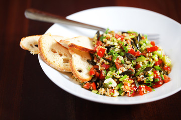 Tabbouleh with bulgur, pumpkin seeds and crackers