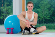 junger mann im fitnesscenter