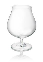 leeres Cognacglas auf weißem Hintergrund
