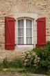 Roter Klappladen, Fenster mit Rundbogen