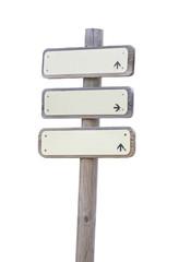 Poste de madera con tres letreros