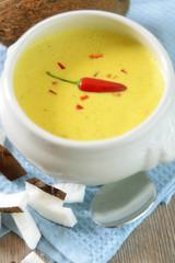 Kokossuppe mit Curry und Chili