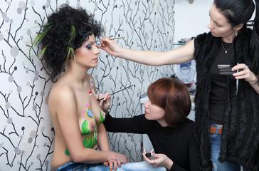 model preparation to shooting in style bodyart