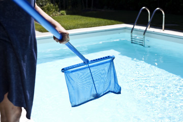 Cleaning a swimming pool