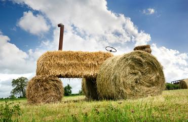 Erntedank Heuernte - Umweltfreundlicher Traktor aus Heu