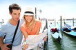 Couple in Venice reading map in Venise