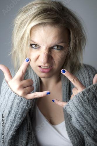 Verrückte blonde Frau