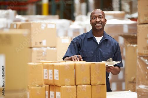 Poster Industrial geb. Worker In Warehouse Preparing Goods For Dispatch