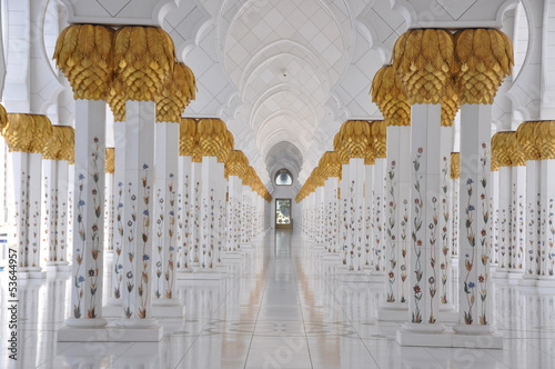 Säulengang der Grand Mosque in Abu Dhabi
