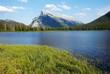 春のランドル山とバーミリオン湖