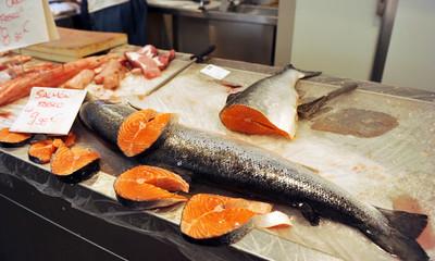 Pescadería, venta de salmón