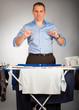mann mit wäsche stolz