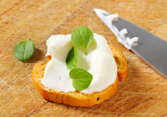 Mini toast with cream cheese