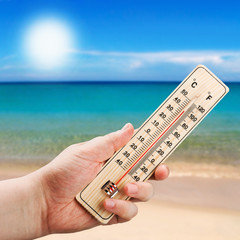 Thermometer in hand shows the intense heat