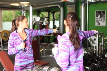 Frau treibt Sport