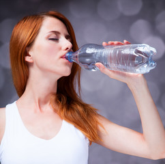 Sport woman drinking water.
