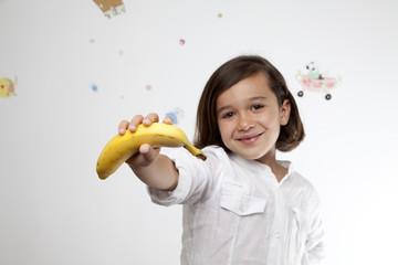 Niña con plátano 2
