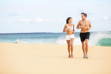 Running people - runners couple on beach run