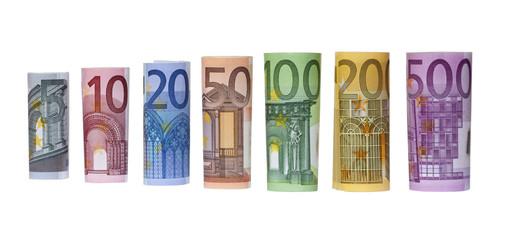 Geld, Reihe gerollte Euro Scheine isoliert auf weiß