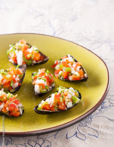 Steamed mussels with vegetable mince