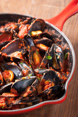 Mussels on stirfried tomato sauce