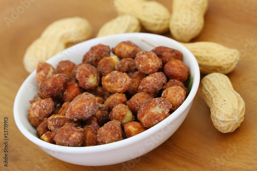 Caramelised peanuts, close up