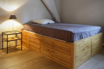 lit à tiroirs en bois massif