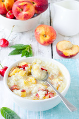 Oatmeal porridge with peaches