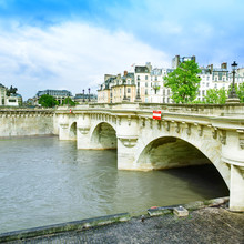 Pont Neuf et la Seine à Paris, France