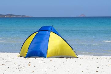 Tendina sulla spiaggia