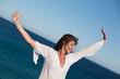 Donna al mare e al vento