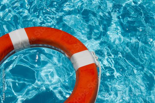 Rettungsring mit Wellen / Variation