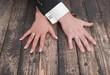 Hände von einem Hochzeitspaar - Mann und Frau mit Ehering