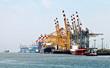 Leinwanddruck Bild - Containerumschlag in Bremerhaven