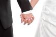 Ehepaar - frisch vermählt halten sich an der Hand