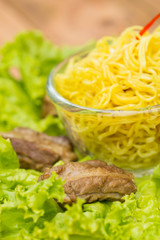 noodles pork with  lettuce