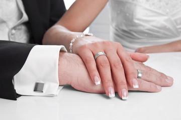 Hände - Hochzeitspaar mit Ehering