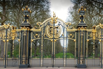 buckingham palace door