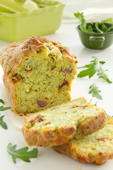 Cake with arugula, pesto, tomatoes and chorizo​​.