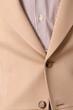 bottone su giacca beije