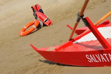 Imbarcazione ed equipaggiamento per salvataggio a mare