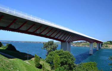 Puente sobre la ría del Eo que une Asturias y Galicia