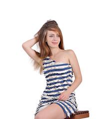 красивая девушка в полосатом платьи, лето и отдых