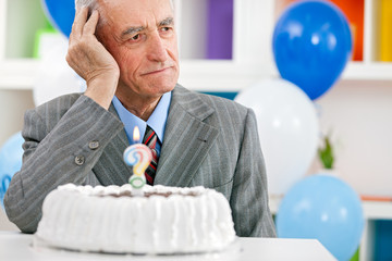 Senior man forgot how old is
