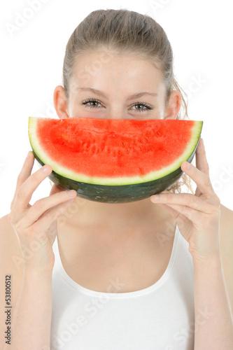 Freundliche Jugendliche mit Wassermelone