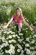 Glückliche Frau genießt die Natur - happy woman enjoying