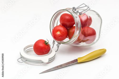 Glas mit Tomaten - Messer